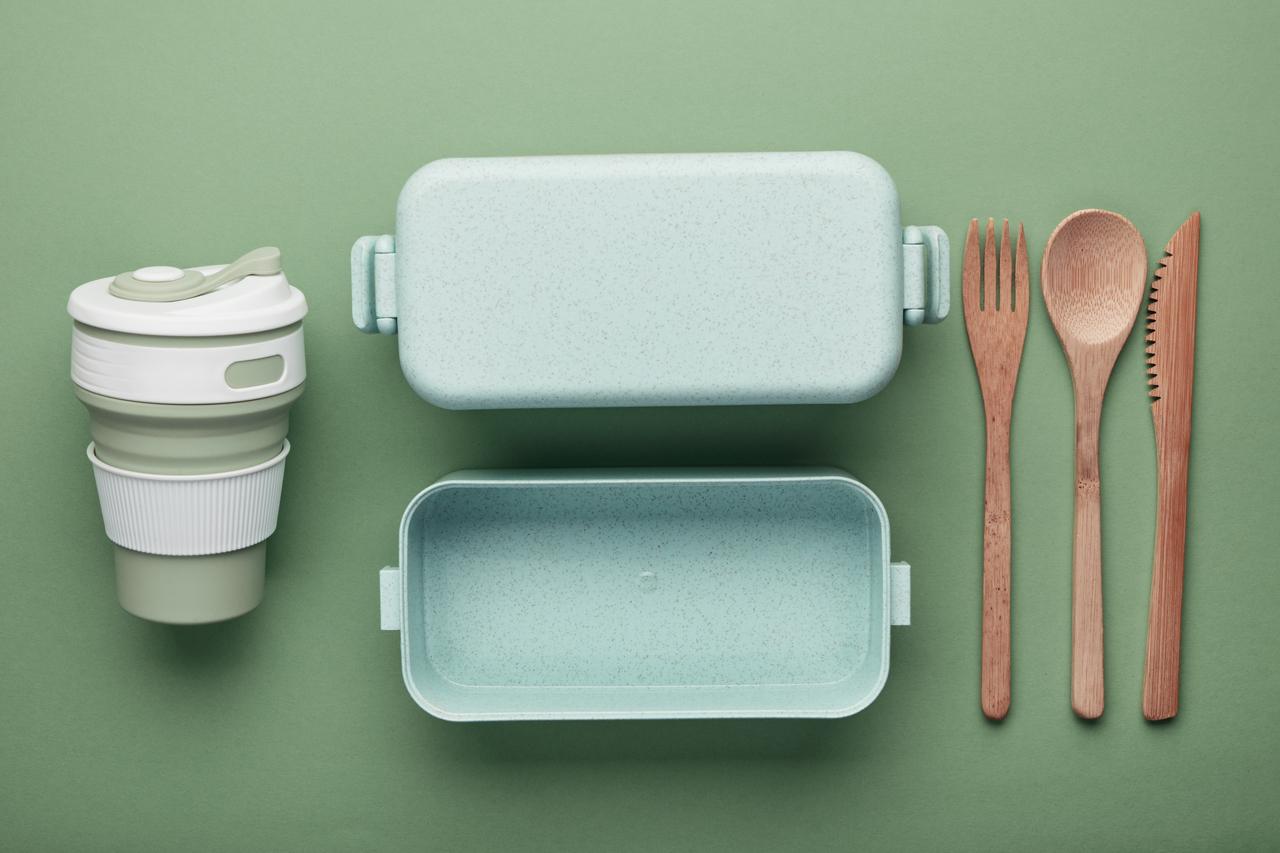 A light plastic lunch box