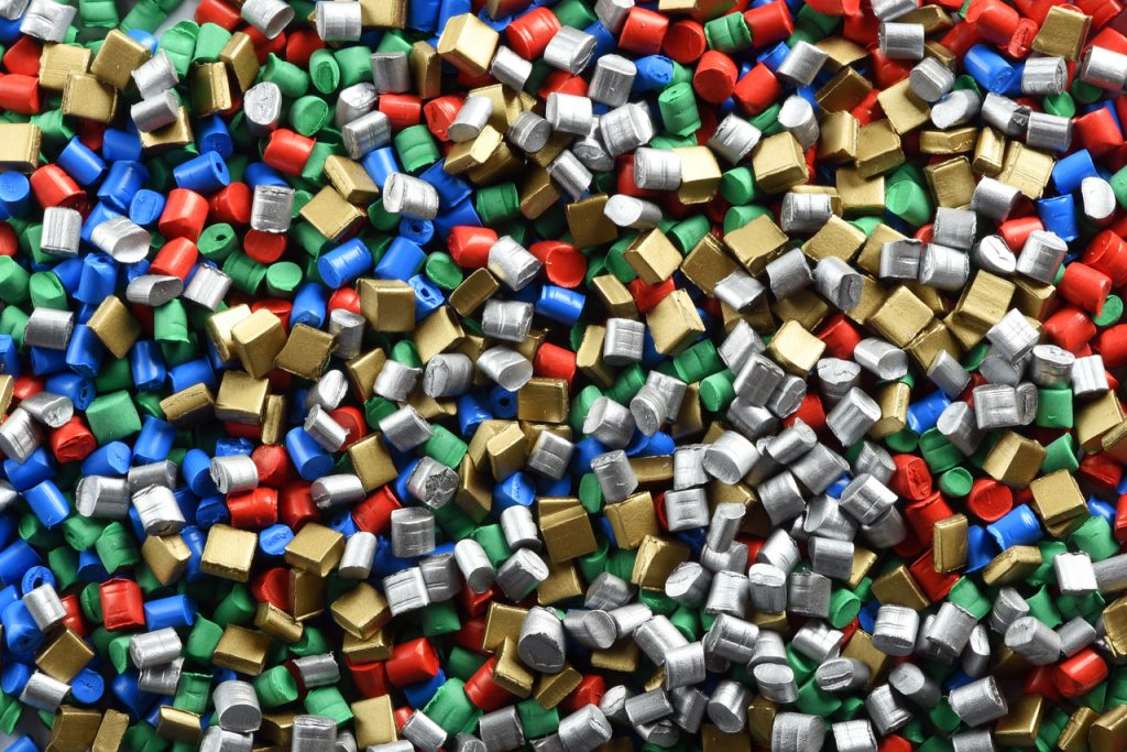 What Are The Main Differences Between Injection Molding And Extrusion?