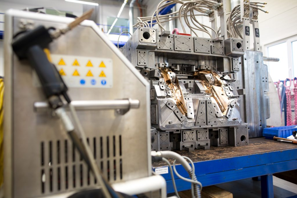 Different Types of Injection molding machines