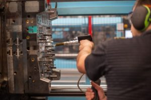 5 Reasons To Outsource Injection Molding Products
